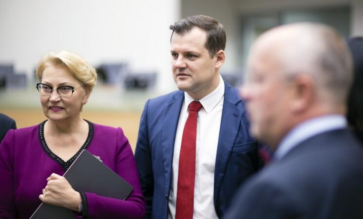 """Socialdemokratai: """"valstiečiai"""" paleido mokesčių mokėtojų pinigus vėjais"""